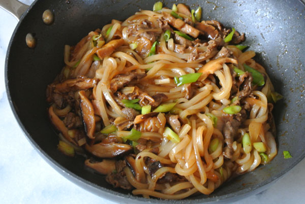 Japanese yaki udon recipe for beginners - Nomadic Boys