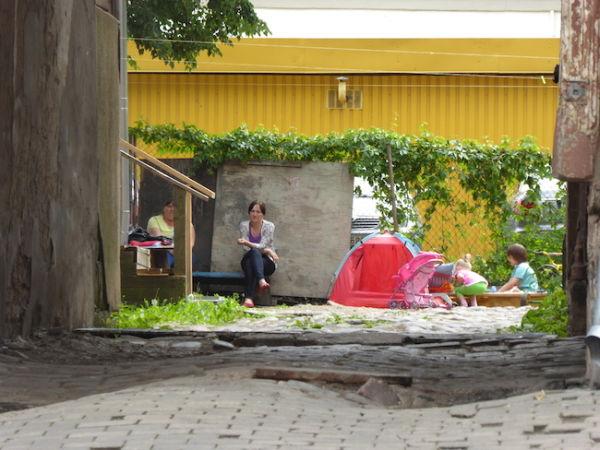 Idyllic scene in Riga's poor Moscow district