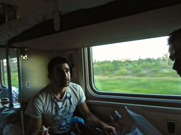 Stefan dans le train de nuit de Saint-Pétersbourg jusqu'à Moscou.