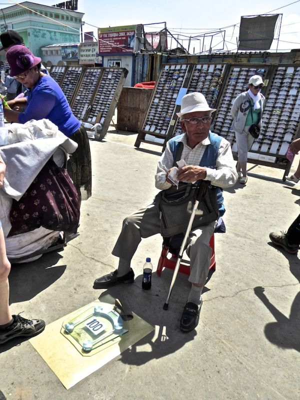 Weigh yourself on the streets of Ulan Bator for 100 tugriks (3p)