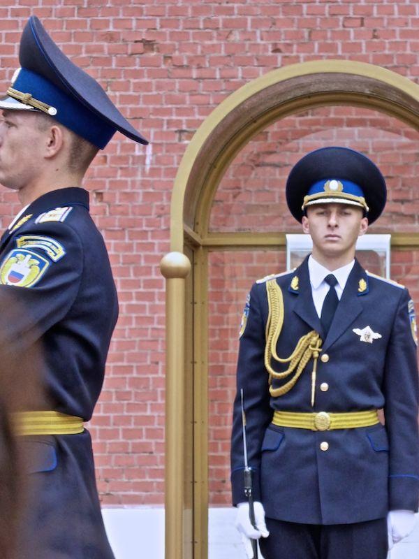 Soldats gardant la tombe du soldat inconnu, Kremlin de Moscou