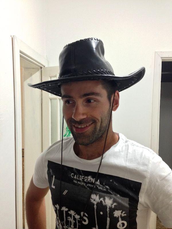 Sebastiendécouvre le chapeau mongol