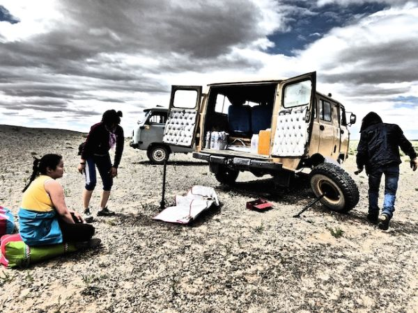 Wheel breakdown during our tour in Mongolia