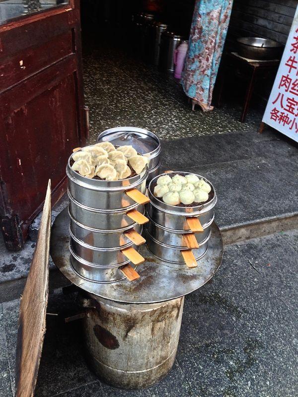 Dumplings, raviolis cuits à la vapeur dans les hutongs de Pékin