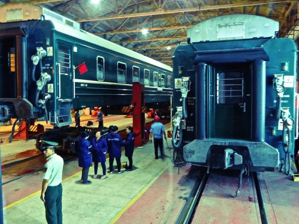 Changing wheels: the train was separated into 2 parts in the train shed
