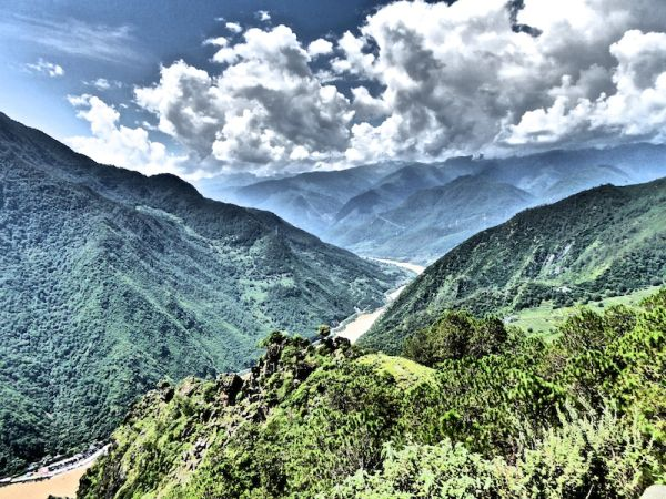 The Tiger Leaping Gorge: one of the deepest and most spectacular river canyons in the world