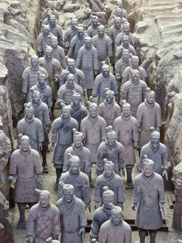 Les soldats de terre cuite de Xian, chaque soldat possède un visage unique