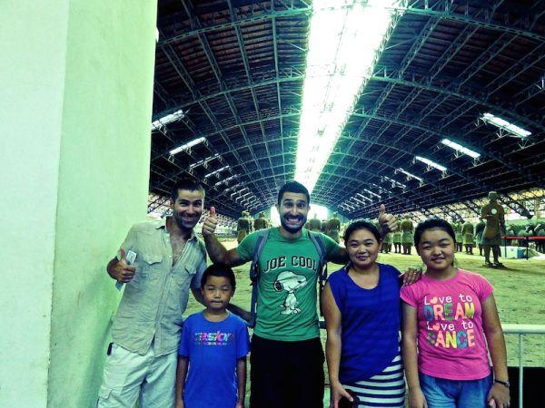 Famille chinoise nous demande de prendre une photo avec eux.