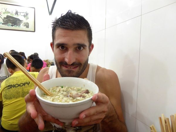 soupe Yangrou Pao Mo, soupe au mouton avec des miettes de pain