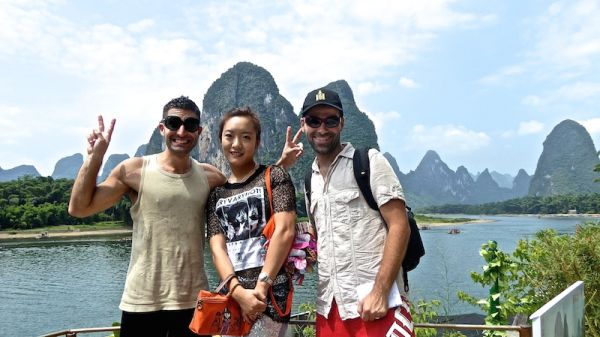 Posing with random Chinese tourist at Xingping village near Yangshuo