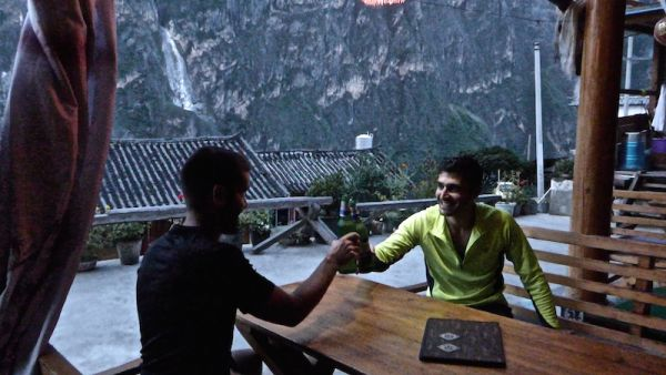 Toasting our epic 7 hours Tiger Leaping Gorge trek with a refreshing beer at the Tibetan Guesthouse