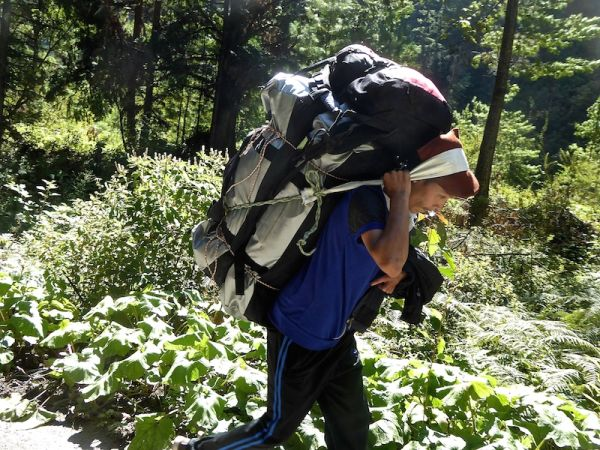 How to plan your Annapurna trek hiring a porter