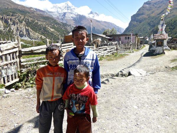 Enfant célébrant Dashain - village de Braga