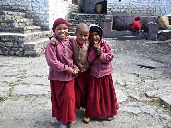 Enfant moines bouddhistes au temple de Muktinah