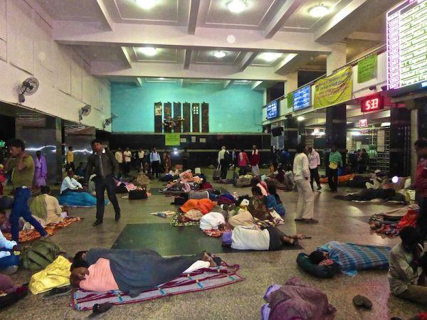 Love hate India intense poverty Delhi main train station