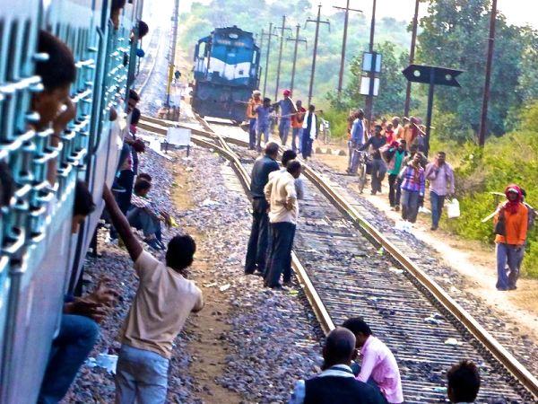 Love hate India train delays Agra train station