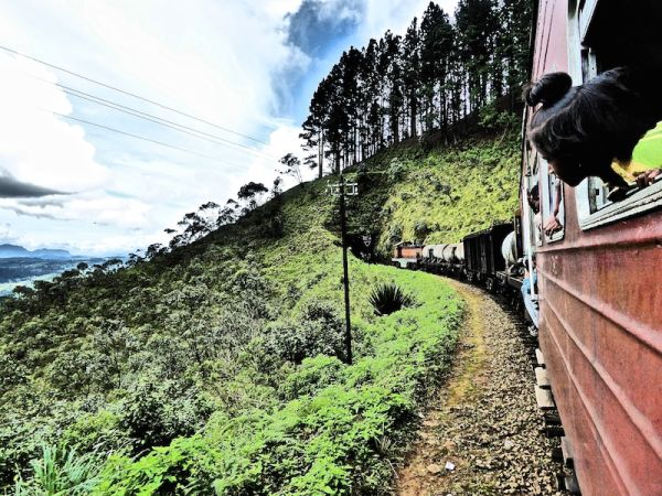 A beautiful Sri Lankan train journey through the clouds