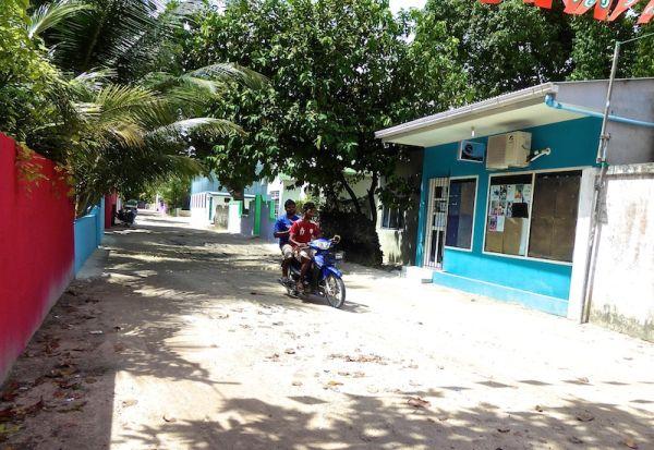 A typical street on Thoddoo island