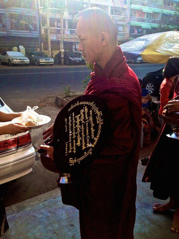 Highlights of Chiang Mai monk almsgiving ceremony