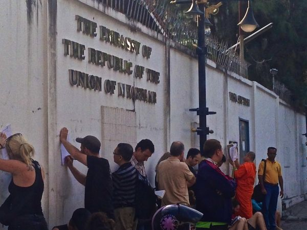 Queuing for a visa at the Embassy of Myanmar in Bangkok