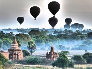 Sunrise in Bagan at the Buledi pagoda