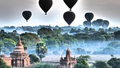 Sunrise in Bagan at the Buledi pagoda