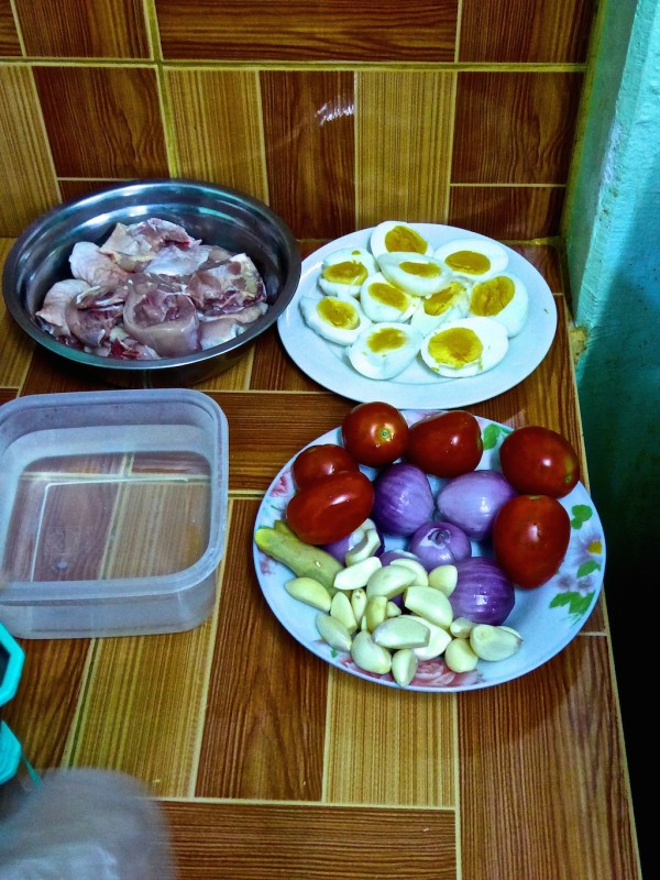 Ingredients for Burmese chicken curry