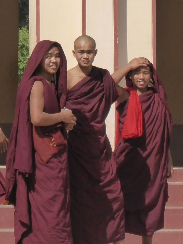 Young monks visiting the Shwezigon temple