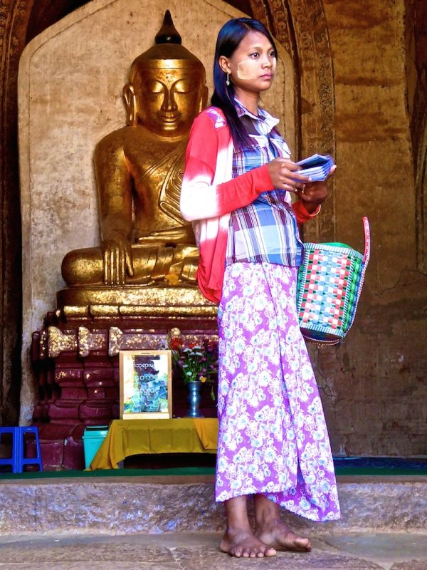 Souvenir seller at the Dhammayangyi Temple