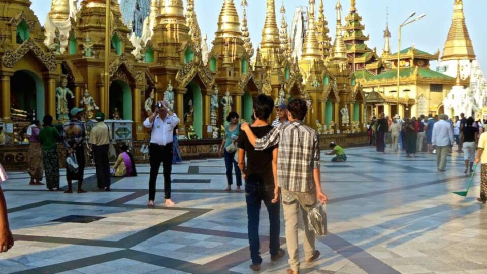 gay life in Yangon with local boy Aung Zuy