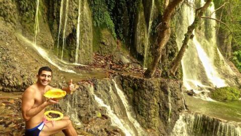 Facts about Laos : giant papayas!