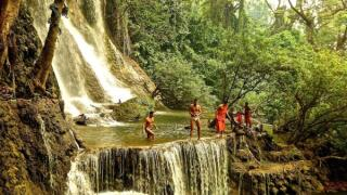 Diving with the monks at the Kuang Si Falls