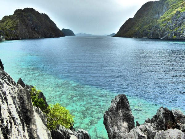 The scenery is ideal for kayaking and snorkelling around El Nido