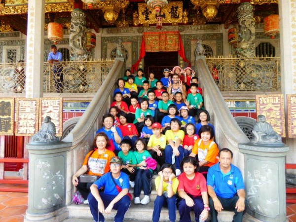 Nomadic boys at Khoo Kongsi temple