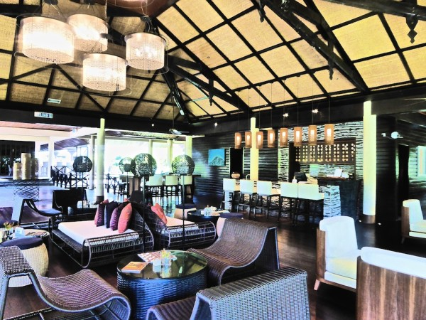 Lounge area and the Riverbar
