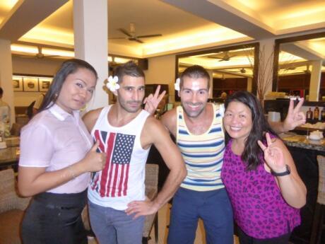 Equipe gay friendly do Sun Cafe