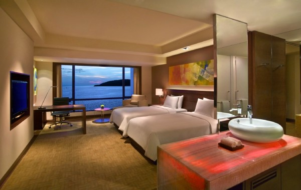 Hyatt bedroom with sea view