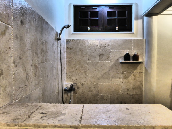 Stone finish bathroom at Martas Hotel on Gili Trawangan island