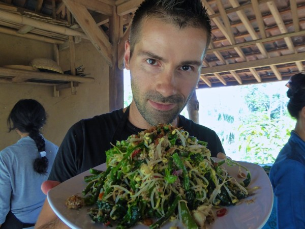Vegetarian recipe for Indonesian sayur urap salad