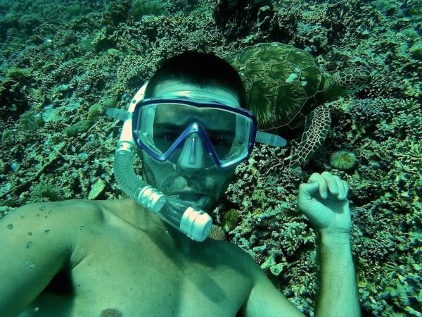 Sebastien snorkelling with turtle Gili Trawangan