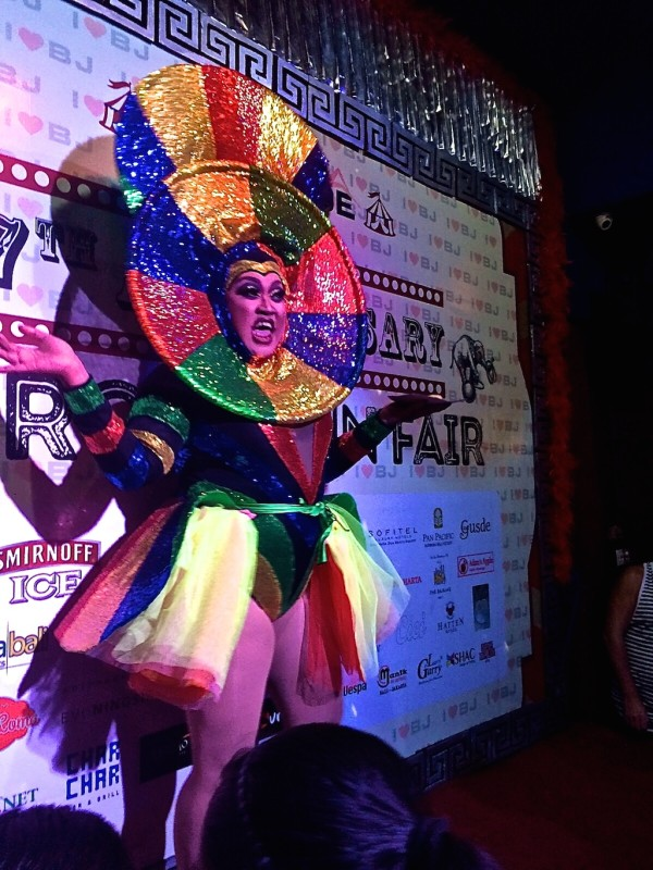 Gay in Indonesia Bali bar drag show