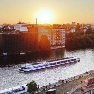 For a truly romantic experience take your loved one for a dinner cruise while in Berlin.
