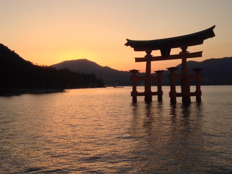 japan trip blog Miyajima Torii gate near Hiroshima