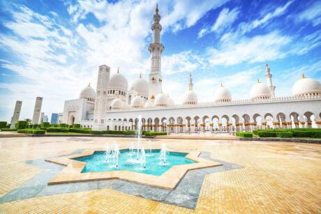 If you have time during your Dubai visit then a day-trip to Abu Dhabi is a must. Both cities are safe for gay travellers who are careful to avoid PDAs!