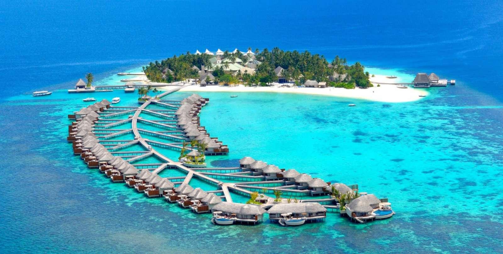 Gay Maldives - fique no luxuoso W Maldives Resort em uma vila sobre a água.