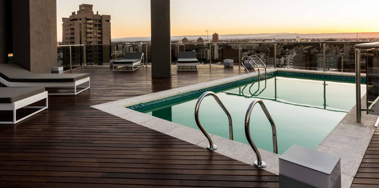 Gay hotels in Córdoba - the beautiful pool and sunset views from Yrigoyen 111.