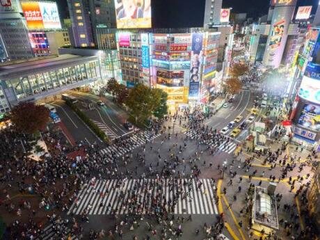 Get the best views of Tokyo's Shibuya crossing on top of the MAGNET shopping centre!