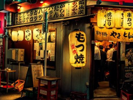 Join a Tokyo food tour to find the best local places for delicious dinners!