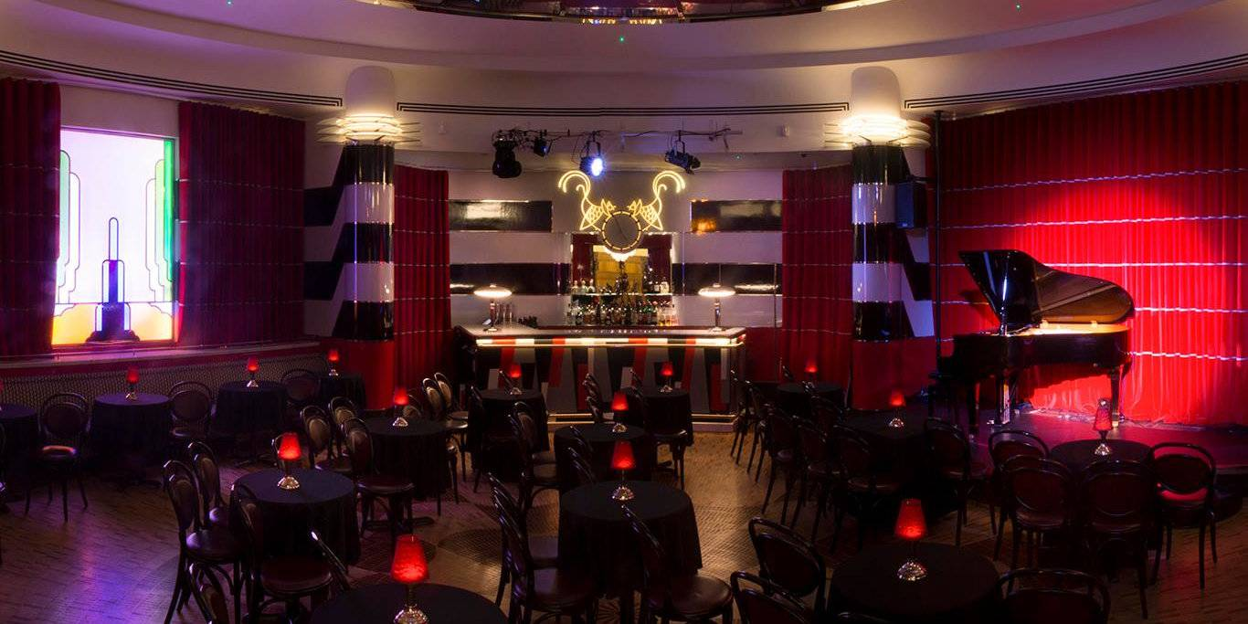 Cabaret, dinner and drag - you can experience all this and more at Crazy Coqs in London!
