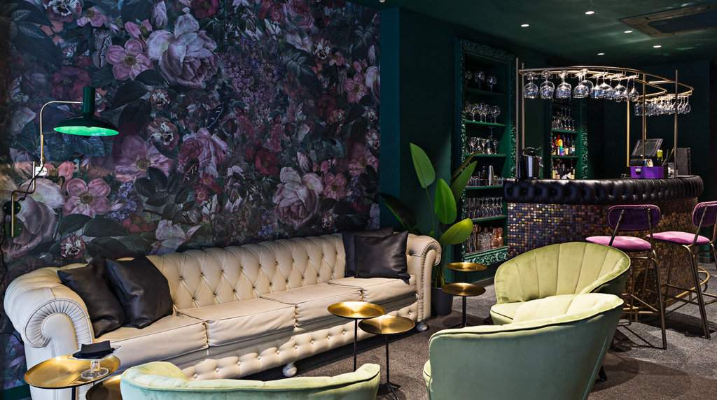 Accés is a divine lounge, bar and restaurant in the heart of Barcelona's gay Eixample area